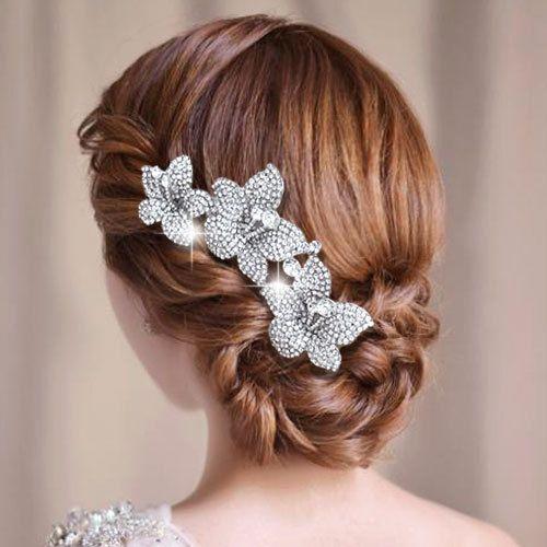 Elegante Brautfrisur mit wunderschönem Schmuck