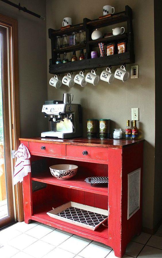 Não tem nada mais prático do que manter itens da mesma finalidade agrupados em um só lugar, até mesmo na hora do café! Criar um cantinho do café, na sala ou na cozinha é uma maneira de otimizar espaço e tempo que gastaríamos reunindo todos os...