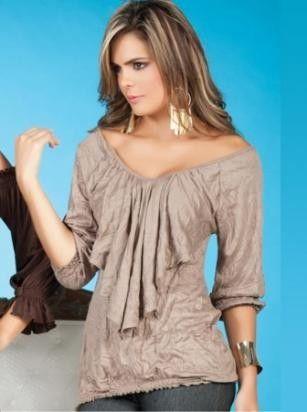 Elegantes blusas con olanes en el escote 1