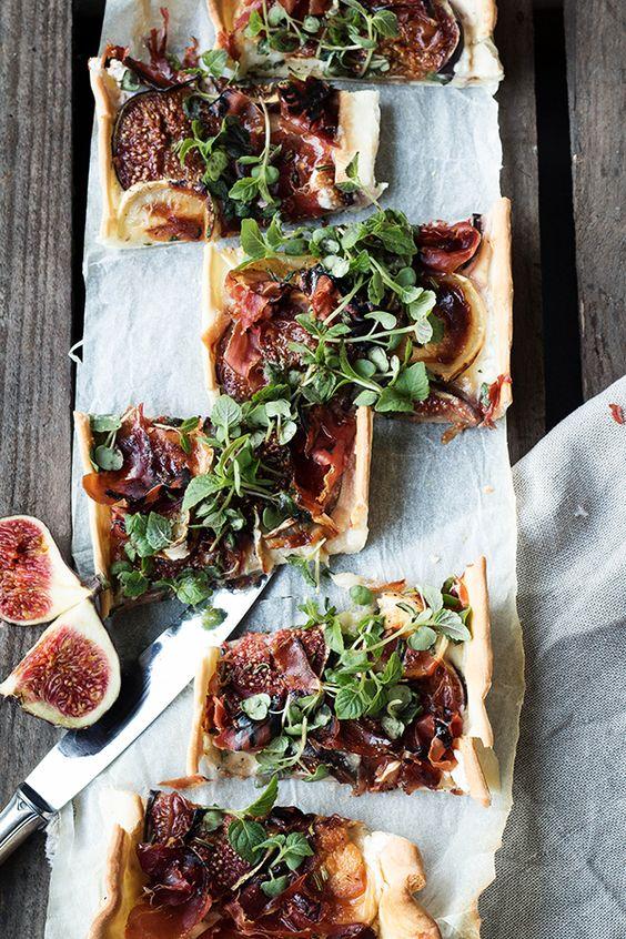 Seelenschmeichelei: {Quick Weekday Dinner} Feige Ziege. Oder: Eine Feigen-Ziegenkäse-Tarte mit Parmaschinken, Rosmarin und Honig