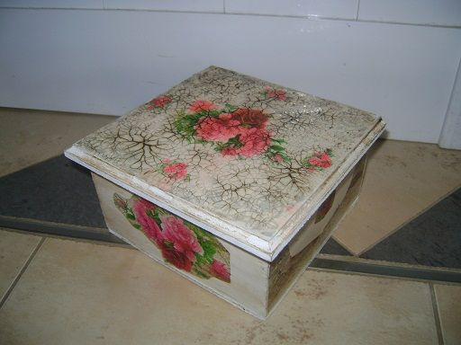 caja con decoupage, craquelado y pátina