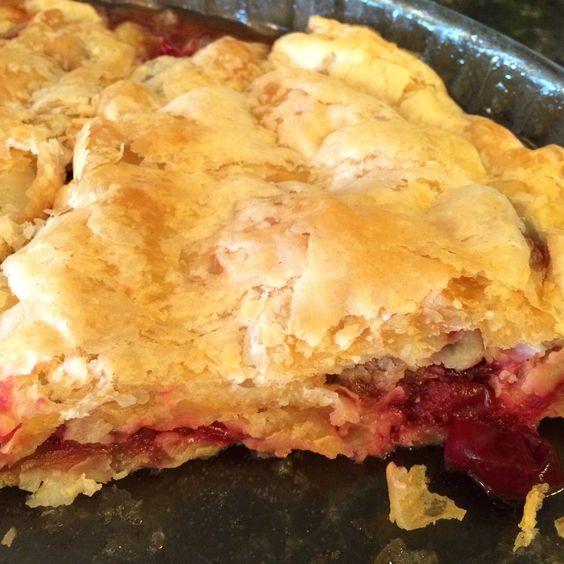 Home-made apple-cranberry pie. By Jessica, www.teuko.com