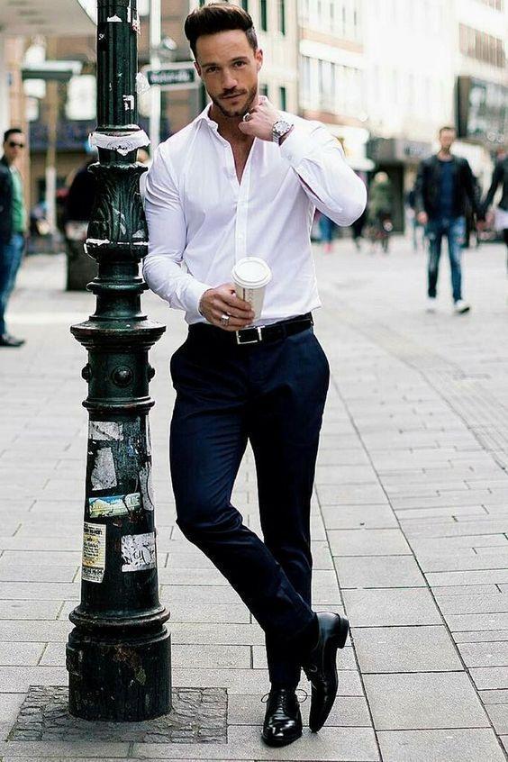 Roupa Masculina para Entrevista de Emprego. Macho Moda - Blog de Moda Masculina: Como se Vestir para ENTREVISTA DE EMPREGO? Homem. Moda para homens, Roupa de Homem, Estilo Masculino. Business Casual, Camisa Branca Masculina, Calça de Sarja Preta