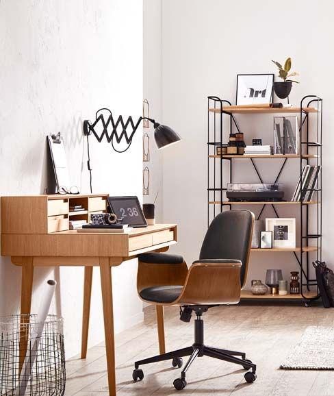 Retro Schreibtisch Aus Holz Mit Retro Schreibtischstuhl Industrial Arbeitszimmer Arbeitszimmer In Holz Schwarz Arbei Schreibtisch Holz Wandleuchte Haus Deko