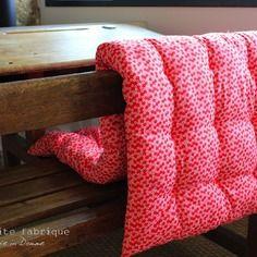 matelas de sol coussin molletonn type futon coton mille fleurs rouge couture pinterest. Black Bedroom Furniture Sets. Home Design Ideas