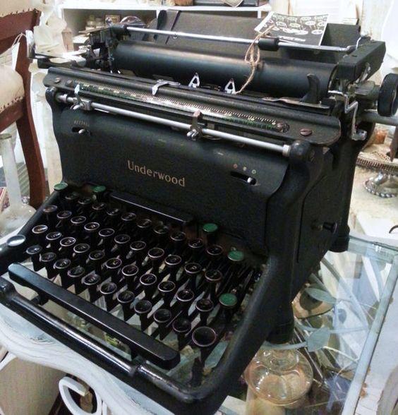 Vintage Underwood Retro Typewriter by shabbychatue on Etsy, $85.00