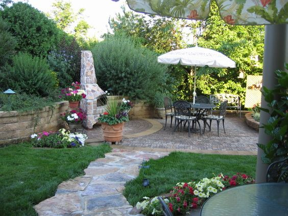 Cool use of flagstone and pavers