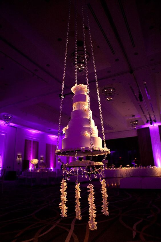 Beautiful suspended wedding cake: