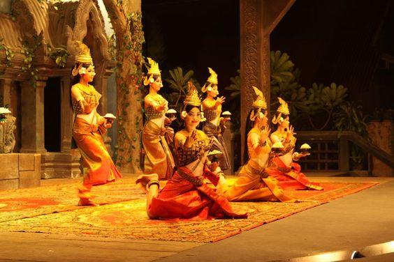 Điệu múa tiên nữ Apsara được biểu diễn trên các sân khấu hiện đại