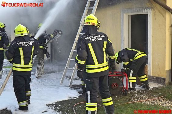 Freiwillige #Feuerwehr Andorf: Garagenbrand