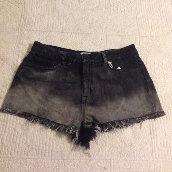 High Waisted Cut Offs NWT. Cute for summer! Not super high waist. Forever 21 Shorts Jean Shorts
