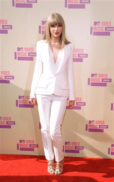 Taylor Swift arrives at the MTV Video Music Awards at Staples Center in Los Angeles on Sept. 6, 2012.