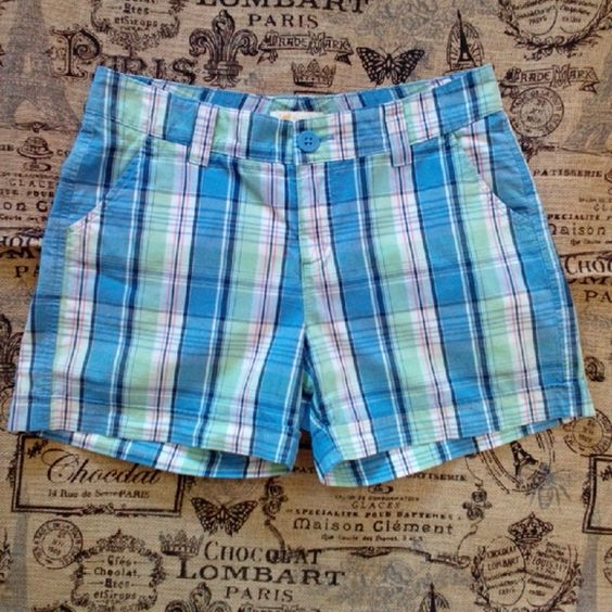 !!SALE!! LEE PLAID SHORTS Love these pretty plaid shorts! Broken in and comfy, but plenty of life left. 2 front & 2 back pockets, belt loops on waistband, zipper front fly 1 button closure. Slightly faded. No holes or stains. Lee Shorts