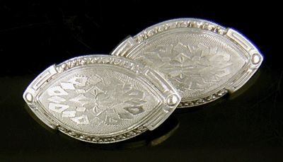 Antique platinum and gold cufflinks. (J8477)