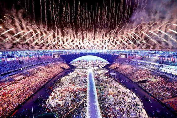 In Rio de Janeiro sind die ersten Olympischen Spiele in Südamerika eröffnet...