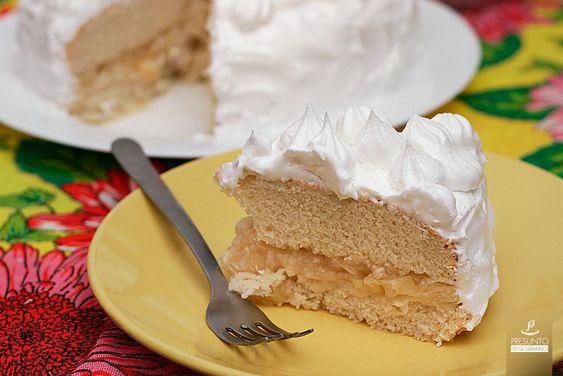 Algumas pessoas me pediram para fazer um bolo vegano com massa branca, e como meu aniversário estava bem próximo, resolvi fazer um bolo de aniversário completo, com a massa branca! O bolo de abacax...