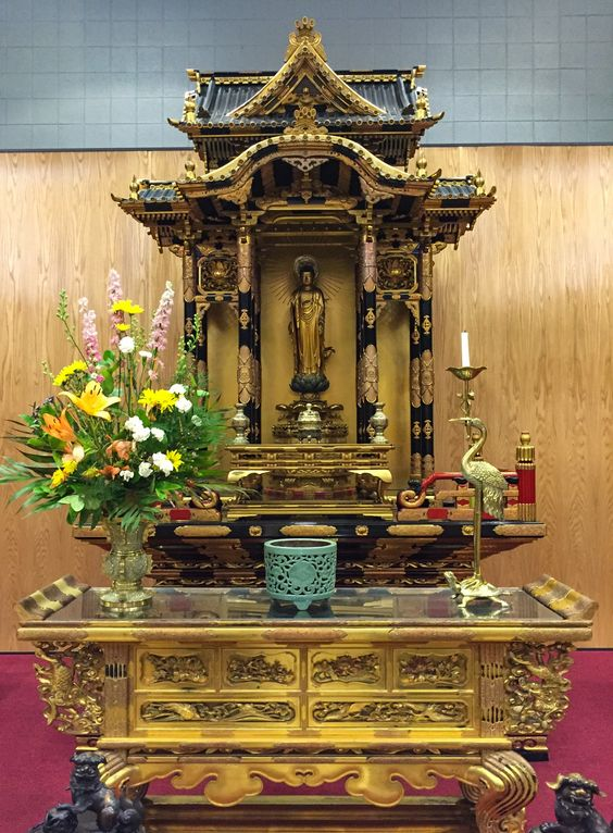 See this contemporary Buddhist temple and its stunning historic altars. #OHC2016