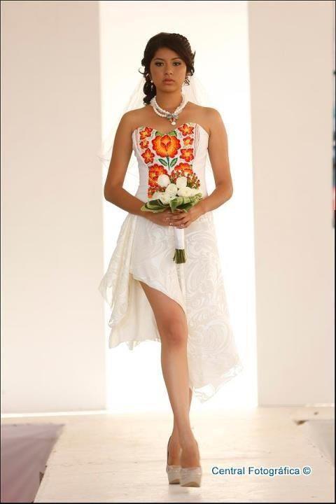 Novia en bordado oaxaqueños. Diseños Sandra marti
