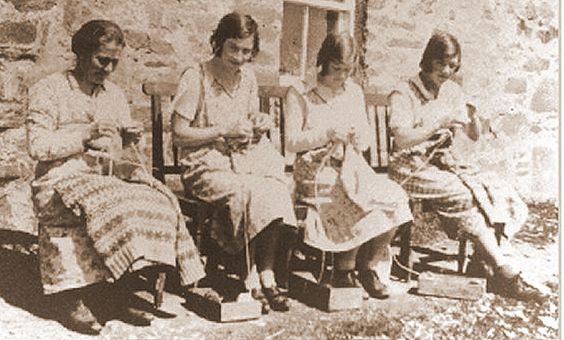 Annie Thompson and her mother and sisters, late 1930s