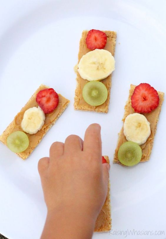 Traffic light snack for toddlers: