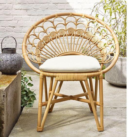 Le fauteuil de jardin en moelle de rotin : léger, robuste et confortable avec c'est un indispensable du jardin !Descriptif du fauteuil de jardin :Coussin garni 100% mousse polyuréthane Revêtement 100% cotonEn rotin, finition vernis nitrocellulosique incoloreCaractéristiques du fauteuil de jardin : Structure et tressage en rotin Finition nitrocellulosique incolorePour préserver votre fauteuil, pensez à le rentrer l'hiver. Qualité :Ce produit est réalisé en rotin, il convient donc pour assurer…