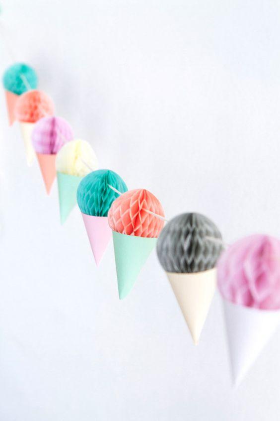 guirnalda en forma de conos de helados con nidos de abeja-vía-AHDO3