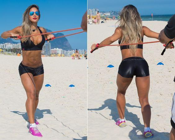 Mayra Cardi mostra o seu treino funcional na praia (Foto: André Furtado)
