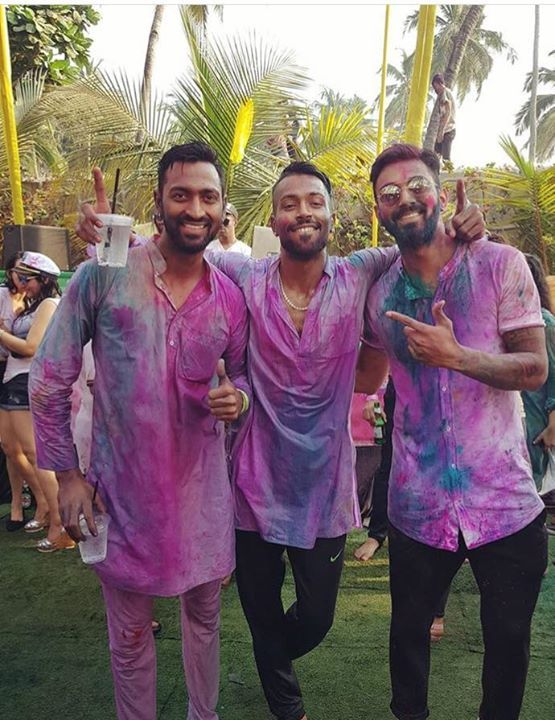 Kl Rahul Celebrated Holi With Pandya Brothers Facebook Com Mycrickettrolls Cricket Teams India Cricket Team Mahesh Babu Wallpapers
