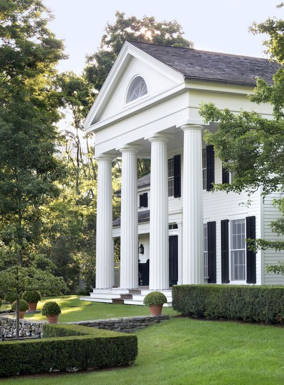 The great american house traditional southern for Plantation columns