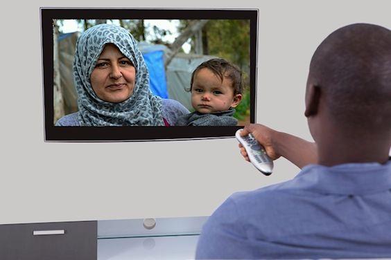 Vanaf volgende maand wordt NPO1 in de avonduren een speciale televisiezender voor asielzoekers. Dat melden bronnen binnen de Hilversumse omroepwereld. Nederland wordt het eerste Europese land waar asielzoekers een eigen televisiekanaal krijgen. Na 21:00 uur wordt NPO1 omgedoopt in Asiel-TV. Via dat kanaal worden asielzoekers op de hoogte gehouden van de ontwikkelingen in hun thuisland en in de azc's. Ook [...]