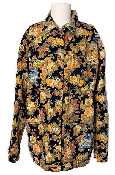 Vintage Floral Prints Jean Jacket | Fall & Winter | Dolly & Molly | www.dollymolly.com | #flower #jean #jacket #retro #mustard #yellow #bigflower #rose #fade #damage #denim #50s #60s #90s #fashion #scene #daily #fall #leafs #cpuntryside #fairytales