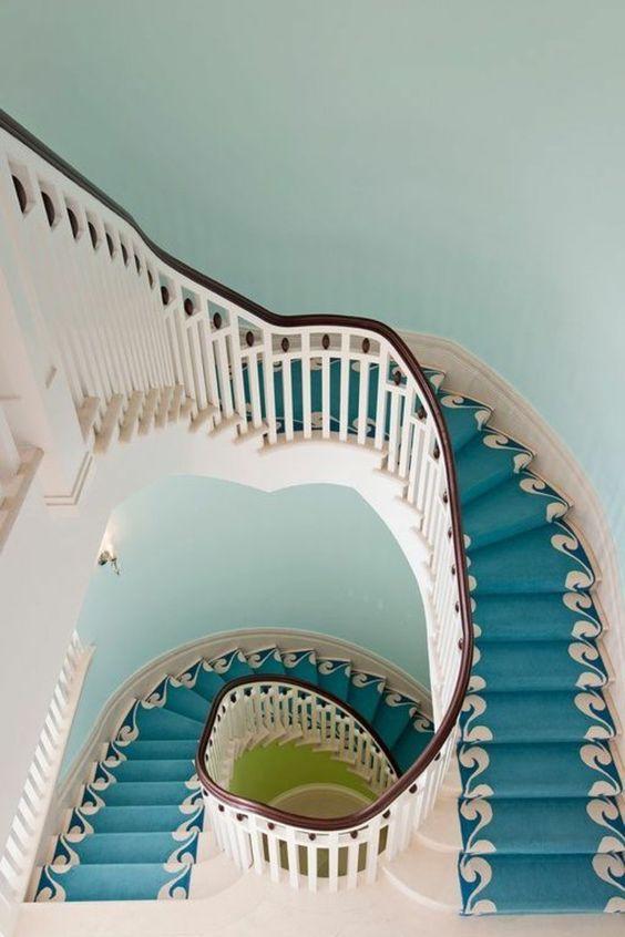 ... murs intérieures maison la moquette escalier colimaçon murs bleus