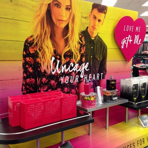 Need a #fresh scent for #ValentinesDay? Add that extra touch to electrify your look with our @rue21official #fave #fragrances #Caged #meadowbrookmall