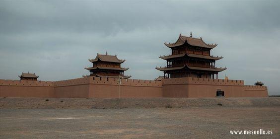 Jiayuguan, donde se estableció la última guardia del imperio chino, en los confines más occidentales y remotos de su territorio, al final de la Gran Muralla