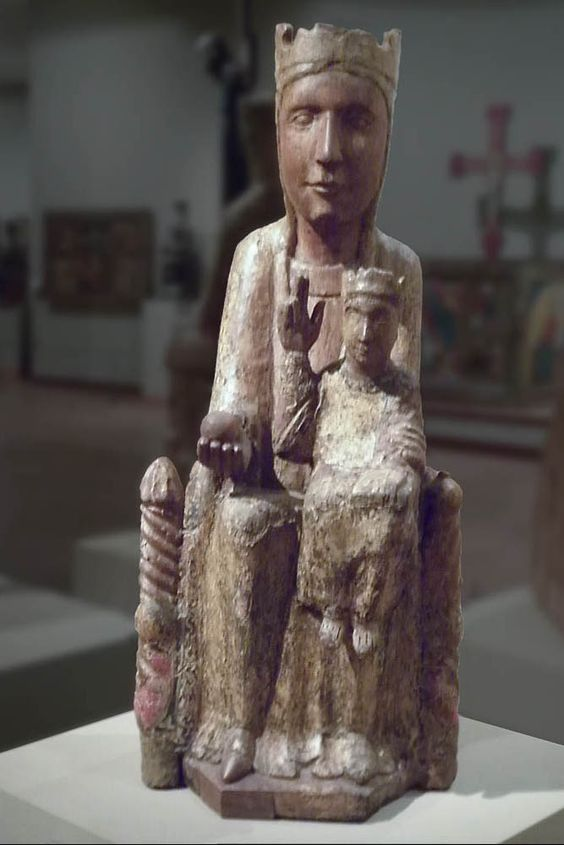 Virgen románica. Marededéu de Santa maría de Matamala. Siglos XII-XIII. Les Llosses (Ripollés). Museo de Vic