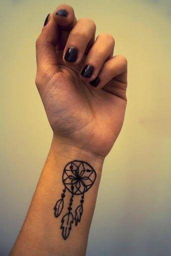 Petit attrape r ve tatou sur le poignet tatouages for Table no 21 tattoo