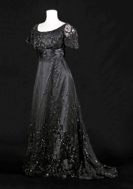 1900s evening dress: