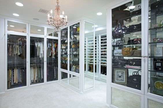 Most Ridiculous Walk In Closet I 39 Ve Ever Seen Looks Like