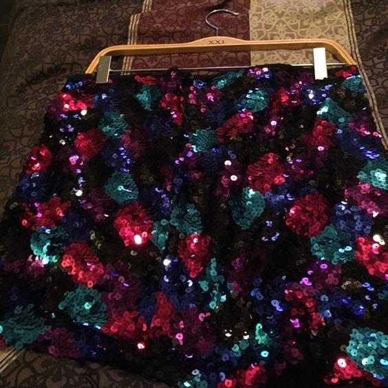 Sequin skirt Multi color sequin skirt, zipper piece torn Forever 21 Skirts Mini