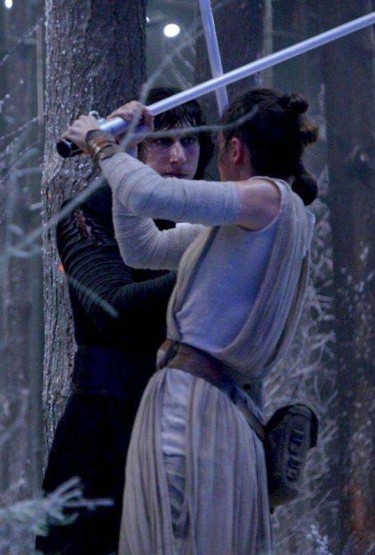 Adam Driver & Daisy Ridley (Kylo Ren & Rey)  Starwars  Pinterest  ~ Sala De Estar Guars