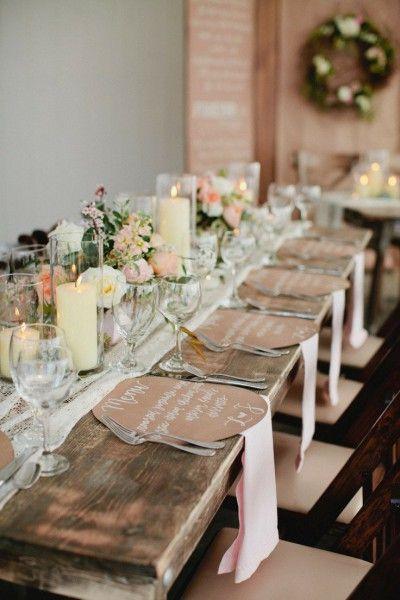 (Foto 5 de 7) Mesa de boda romántico y de estilo rustic chic con mantel de encaje. Imagen modwedding.com, Galeria de fotos de Caminos de encaje para decorar las mesas de tu boda: