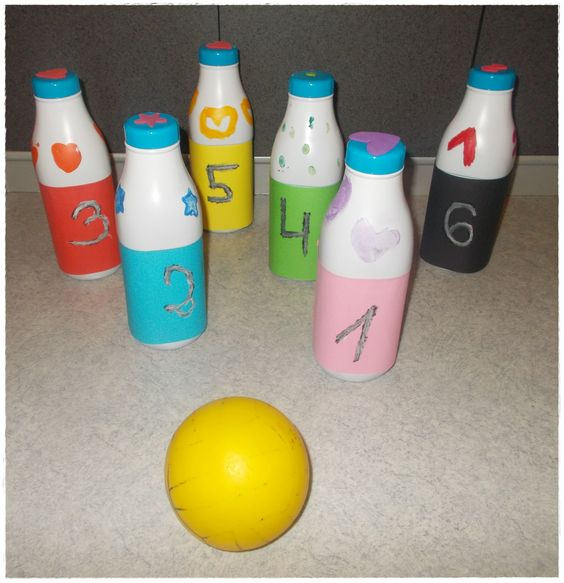 Diy jeu de quilles avec bouteilles de lait jeux - Bricolage avec des bouteilles ...