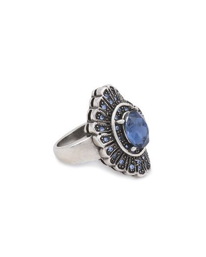 What a gem ring? Silver with blue....I like it.