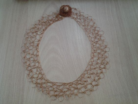 Collar con alambre de cobre.