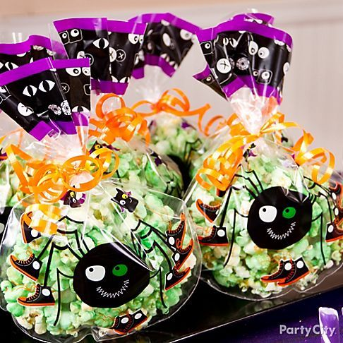 Adorable arachnids adorn these handy halloween treat bags for Easy halloween treats for work party
