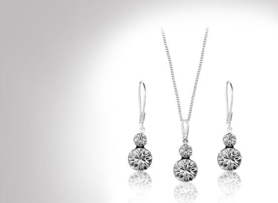 Flares and parachute pants may come and go as they please, but true style is timeless. Make sure you have a look to last the ages with this stunning duo pendant and earrings set made with Swarovski Elements, now just £19!