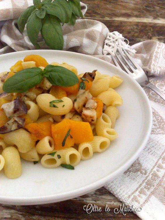 Pasta fredda peperoni e melanzane cibi da spiaggia, cibi vegani, cucina italiana, cucina italiana primi piatti, cucina vegetariana, pasta fredda con verdure, primi vegan, ricette con melanzane