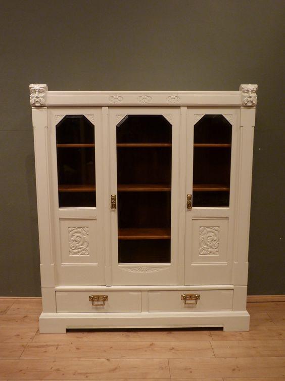 Antiker Jugendstil Bücherschrank, Eiche weiß lasiert um 1920
