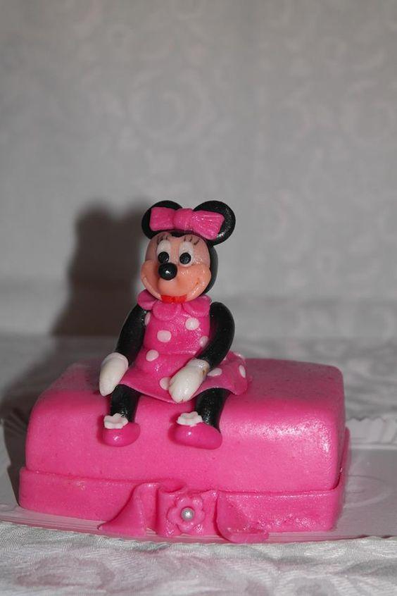Tort Minnie Mouse.Comanda torturi si marturii dulci facute in casa   http://cemaimancam.ro/torturi-si-marturii-facute-in-casa/