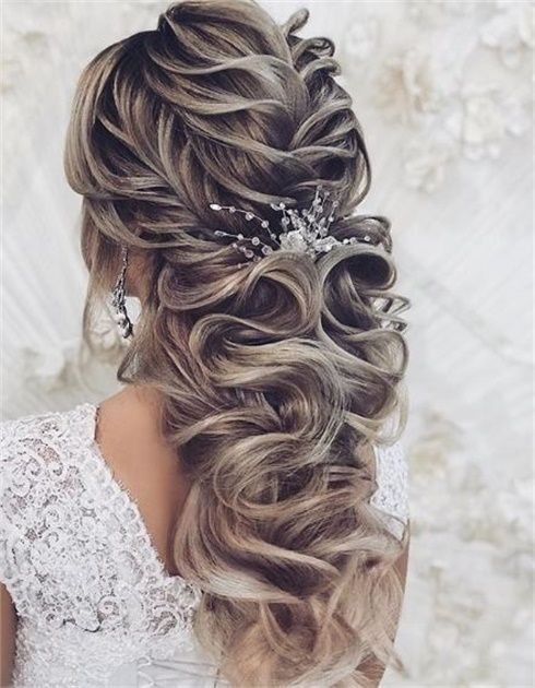 The Next Big Trends In Bridal Styling Hail From Russia Hair Styles Short Hair Styles Easy Bridesmaid Hair Messy